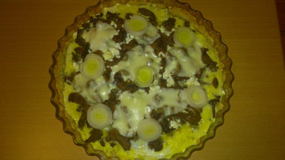 Glutenfri paj svamp och köttfärs.